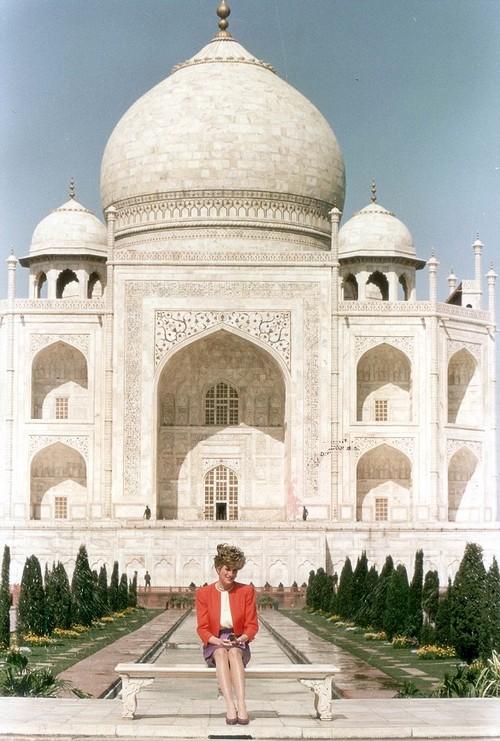 Queen Elizabeth and Prince Charles Ban Camilla Parker-Bowles Banned From Taj Mahal Over Priness Diana's Legacy (PHOTOS)