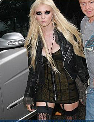 Taylor Momsen Dropped By IMG,Dakota Fanning Signed