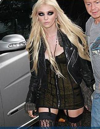 Taylor Momsen Dropped By IMG,Dakota Fanning Signed