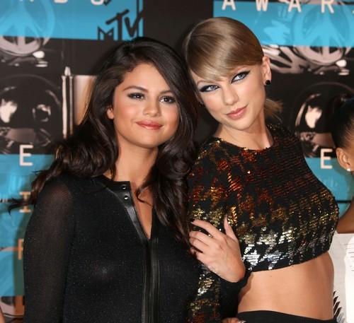 Taylor Swift Alleged Burn Book Contains Katy Perry, Justin Bieber, Nicki Minaj and Others: T-Swift Regina George 2.0?