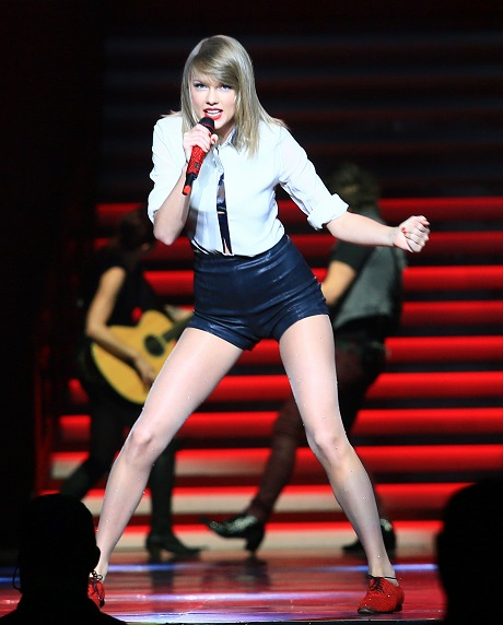 Taylor Swift Will Do Whatever It Takes To Break Into Movie Industry And Win An Oscar!