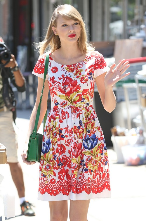 Taylor Swift Steps Out In NYC