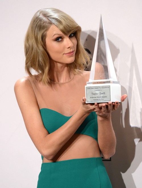 Taylor Swift To Join Julia Roberts Movie 'The Secret In Their Eyes' - Trying Acting Career Again?