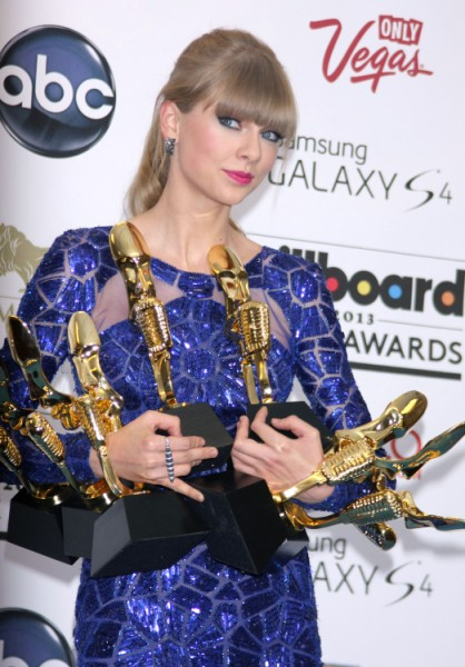 Taylor Swift Slams Justin Bieber AGAIN - Is Selena Gomez Angry? (VIDEO) 0520