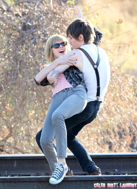 Taylor Swift House Shopping To Live Near Harry Styles – Run Lad, Save Yourself!