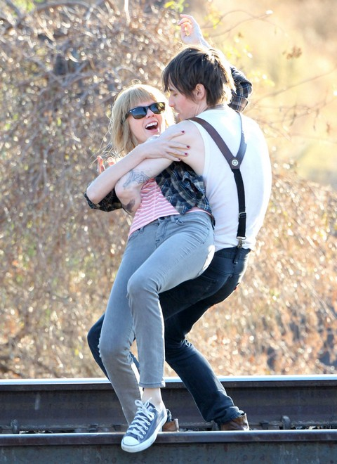 Taylor Swift Continues Shooting Her New Music Video