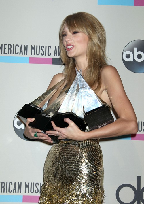 Taylor Swift So Jealous of Kendall Jenner - Snubs Harry Styles at AMAs (PHOTOS)