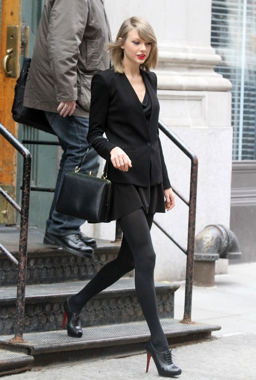Taylor Swift Rocks All Black In Nyc Celeb Dirty Laundry