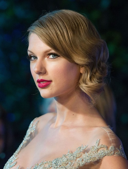 Taylor Swift Rejected By Douglas Booth - Cold Shoulder For Desperate Taylor?