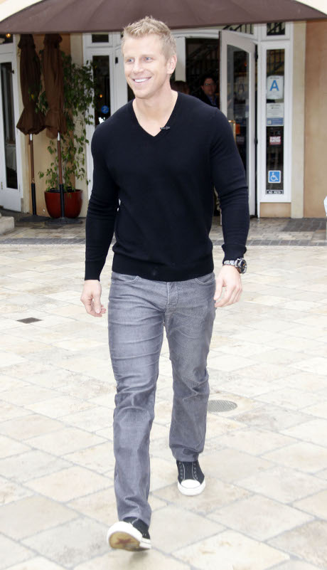 Sean Lowe Is One Hot Nerd: Bachelor Star Addicted To Words With Friends!