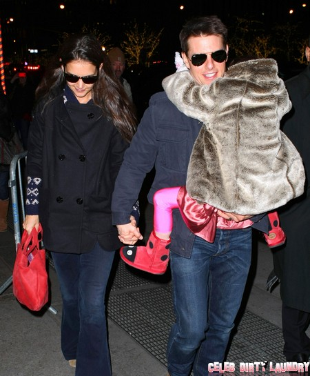 Tom Cruise Abandons Suri to Katie Holmes for Christmas