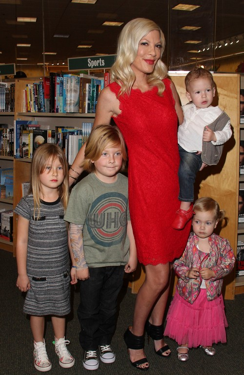 Tori Spelling Plans Divorce as Dean McDermott Extends Sex Rehab Stay