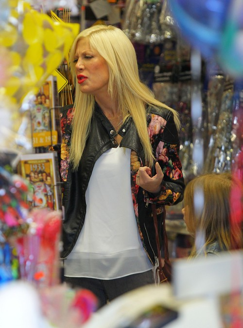 Tori Spelling and Dean McDermott Faked Cheating Scandal With Emily Goodhand - True Tori is a Lie! - Dean Attacks Photog!! (PHOTOS)