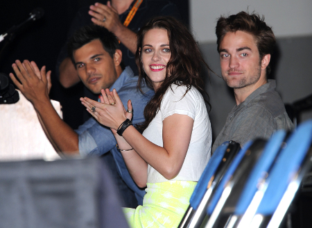Robert Pattinson and Kristen Stewart Hate their Twilight Fans