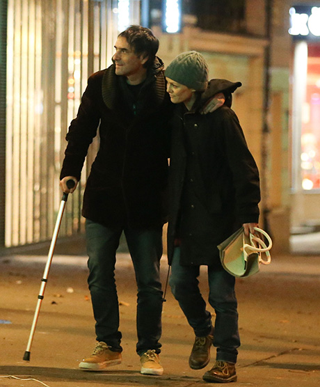 Vanessa Paradis Strolls Paris Streets With Boyfriend ... Vanessa Paradis Boyfriend