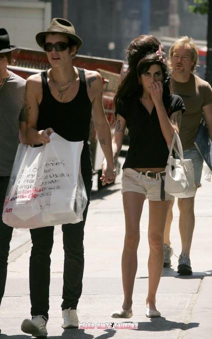 Is Amy Winehouse Sexting Ex-Hubby Blake Fielder-Civil?