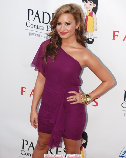 Demi Lovato Sticks With Friends Who Stuck with Her While In Rehab