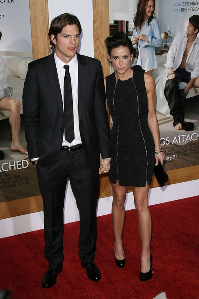 Humiliated Demi Moore Demands Divorce From Ashton Kutcher