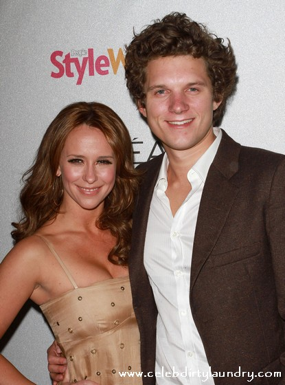 Jennifer Love Hewitt & Alex Beh Have Split Up