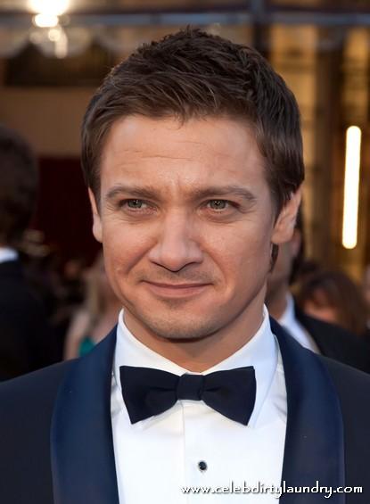 Hurt Locker Jeremy Renner To Replace Matt Damon In Bourne Series