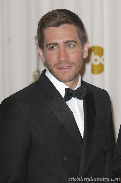 Jake Gyllenhaal Caught In The Bathroom By Paparazzi