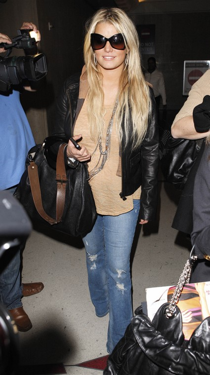 Breaking News - Jessica Simpson Pregnant With Her First Child