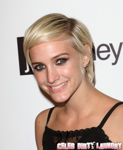 Ashlee Simpson Is A Wine Guzzling Alcoholic?