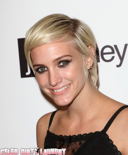 Ashlee Simpson Drunkenly Pleads With Pete Wentz To Take Her Back