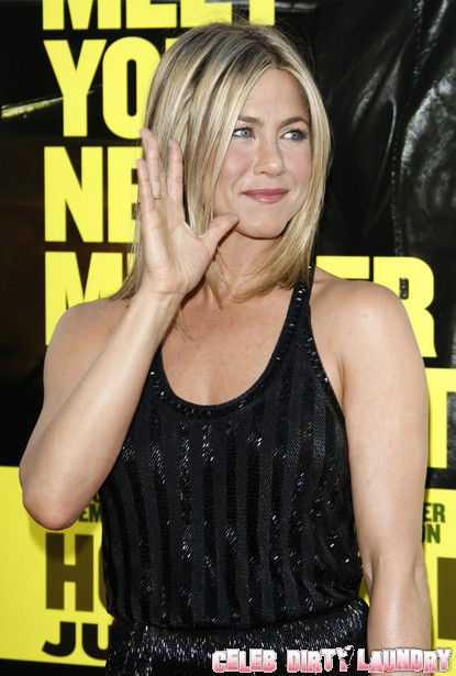 Jennifer Aniston To Adopt As A Single Mother?