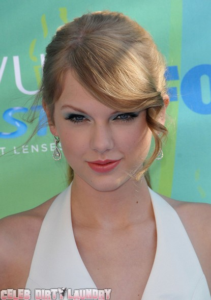 Taylor Swift & Reese Witherspoon Chat About Shared Ex Jake Gyllenhaal