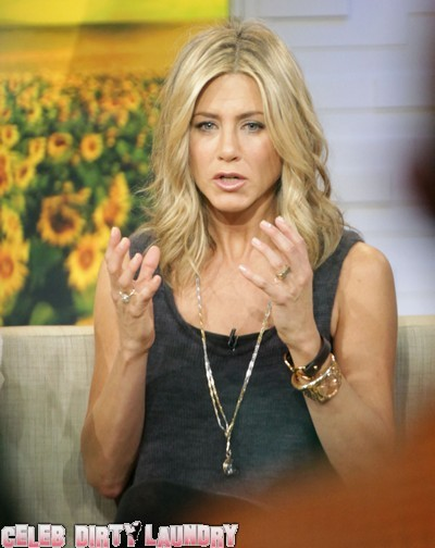 Jennifer Aniston Attacks Director!