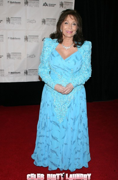 Coal Miner's Daughter Loretta Lynn Hospitalized With Pneuonia