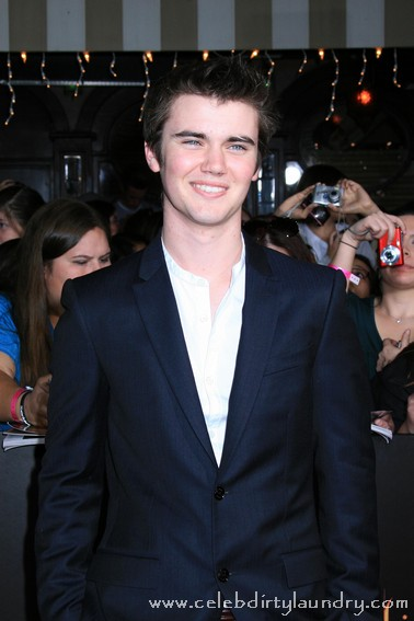 Twilight Actor Cameron Bright Dishes On Breaking Dawn