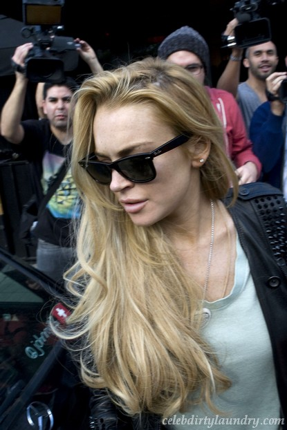 Lindsay Lohan Claims She's Got Witnesses To Prove She Didn't Steal The Necklace