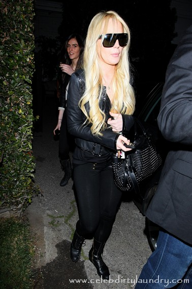 Lindsay Lohan Back On The Bottle!  Bottle Of Tea, That Is.