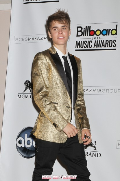 Justin Bieber Asks For Time Off From Fans - Requests Some Privacy