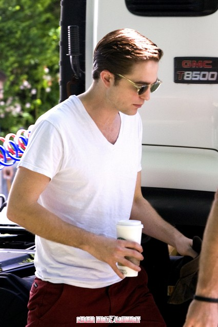 Is Robert Pattinson Cheating on Kristen Stewart