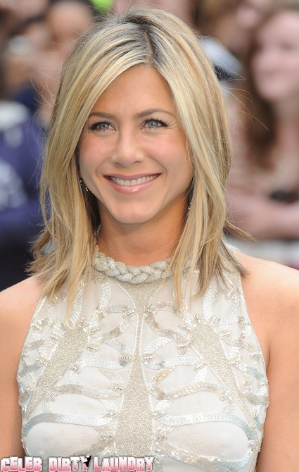 Jennifer Aniston Protecting Justin Theroux From Angelina Jolie?