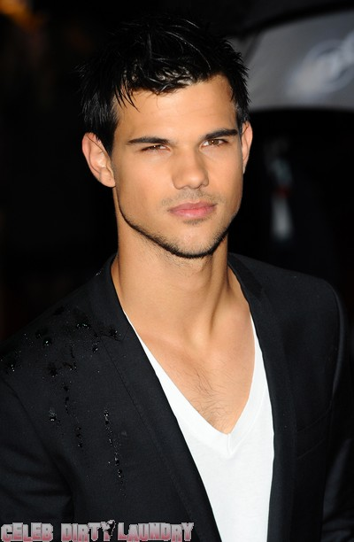 Taylor Lautner Makes Time For His Fans