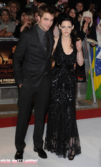 Robert Pattinson & Kristen Stewart Hold Tight & Look Amazing At Breaking Dawn UK Premiere (Photos)