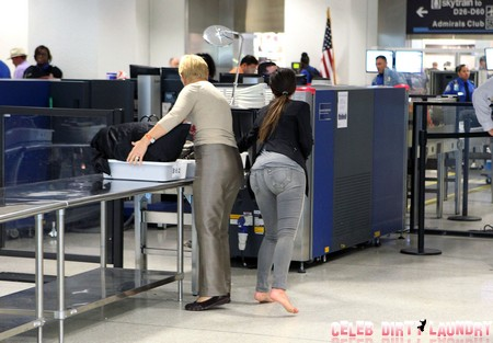Exclusive... Kim Kardashian Catches A Flight Out Of Miami