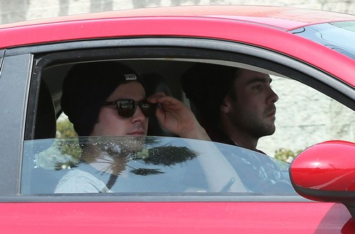 Zac Efron Drug Relapse - Never Went To Rehab - SEE Zac Cruising Around (PHOTOS)