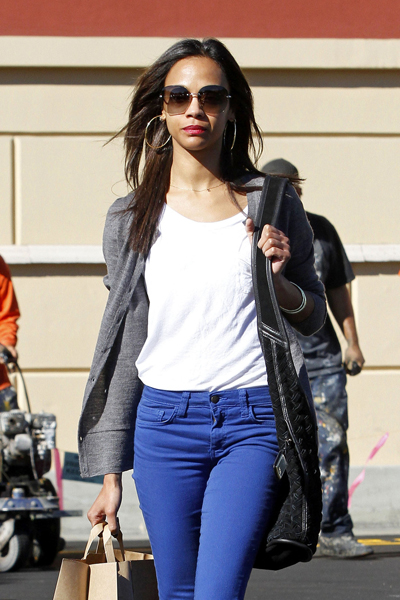 Real-Life Hero Zoe Saldana Rushes To The Aid Of A Car Crash Victim
