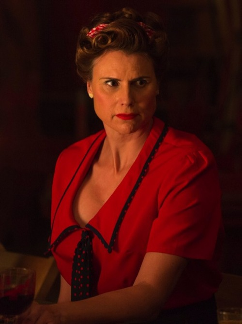 "American Horror Story Recap 1/14/15: Season 4 Episode 12 ""Show Stoppers"""