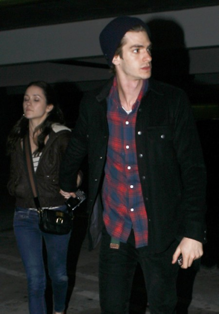 Robert Pattinson Wants To Date Rival Andrew Garfield's Ex, Shannon Woodward 0830