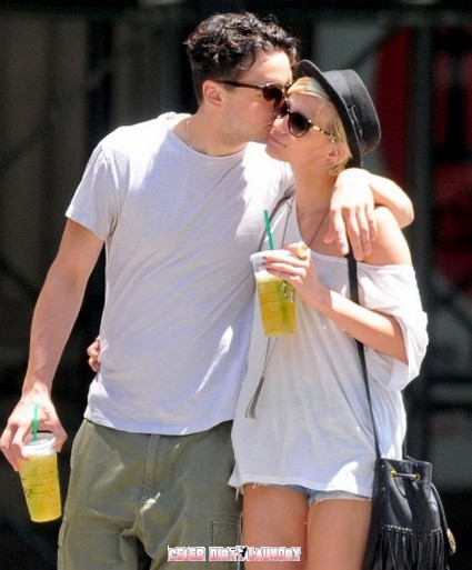 Ashlee Simpson Smooching With New Beau – Is She Just Trying To Make Pete Jealous?
