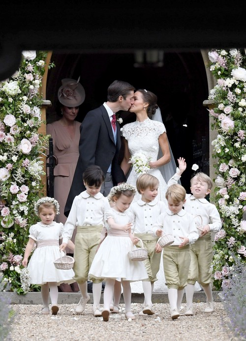 Kate Middleton Seen Scolding Prince George And Princess Charlotte At Pippa Middleton's Wedding