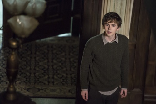 Bates Motel Season 5 Spoilers: Vera Farmiga Returns – Norman Psychosis Creates His Version Of Norma