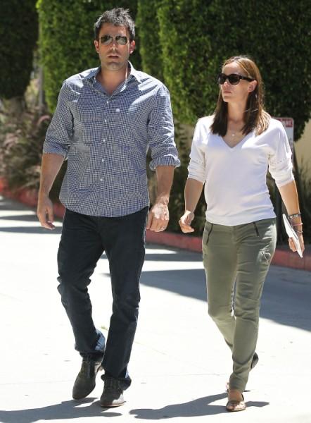 Jennifer Garner Pregnancy Confirmed? Couple Spotted At Medical Center (PHOTOS) 0717