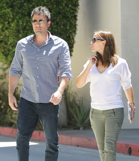 Jennifer Garner Pregnancy Confirmed? Couple Spotted At Medical Center (PHOTOS) 0717